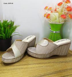 Ladies Fashionable Sandal - 2070-B