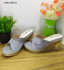 Ladies Fashionable Sandal - 2201-A