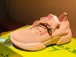 Fashion's Comfortable Ladies Sneakers-Pink