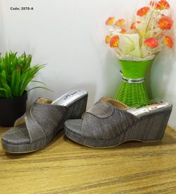 Ladies Fashionable Sandal - 2070-A
